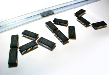 Texas Instruments ICL7135CN, a CMOS analogue-to-digital converter IC