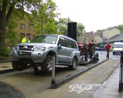 Rising bollards in Silver Street, Cambridge: the driver of the Shogun was killed; image from Véro