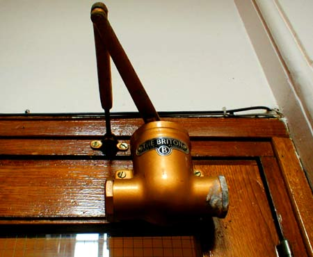 'The Briton' door closer.